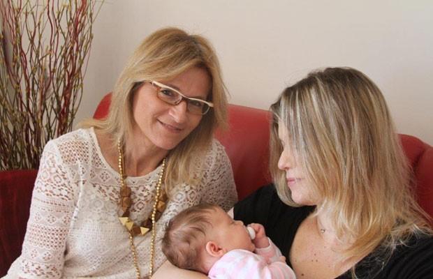 Advogada (esq.) ajuda parentes a conseguirem autorização para utilizar material genético de entes queridos (Foto: Arquivo pessoal Irit Rosenblum)