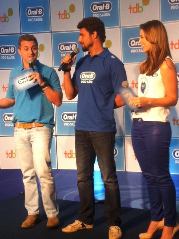 Luciano Huck, Cauã Reymond e Paola Oliveira (Foto: EGO)