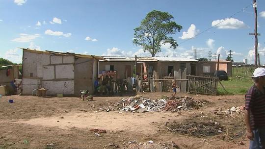 Cinco famílias são despejadas de área invadida da Prefeitura de Rio Claro, SP