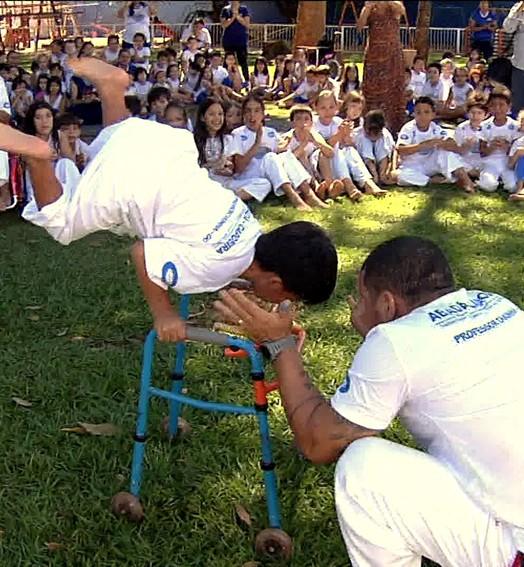 capoeira com carinho (Reprodução TV Globo)