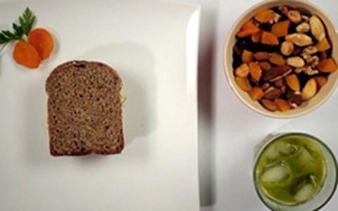 Para evitar ressaca: sanduíche com pasta de frango e oleaginosas
