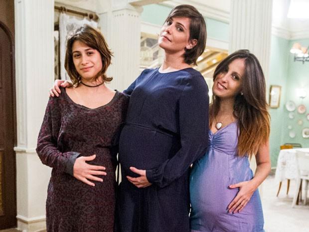 É demais! Três bebês nascem ao mesmo tempo na casa de Léo! (Foto: Louco Por Elas / TV Globo)