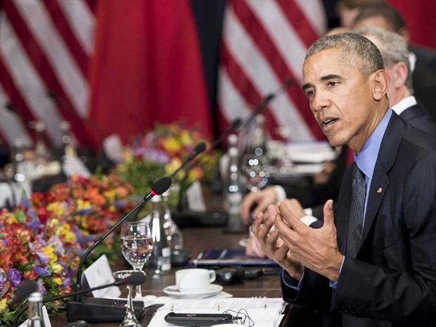 Presidente dos Estados Unidos, Barack Obama, participa de encontro com o presidente chinês Xi Jinping durante reunião de cúpula, no sábado (19) (Foto: Kevin Lamarque/ Reuters)