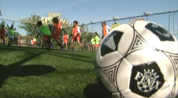 """Crianças mostram habilidade no futebol pelo programa """"Bom de Nota, Bom de Bola"""" (Foto: Reprodução)"""
