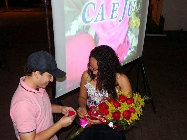 Juliano Amaral pede Nathália Martins em casamento na Rua do Porto, em Piracicaba (Foto: Juliano Amaral/Acervo pessoal)