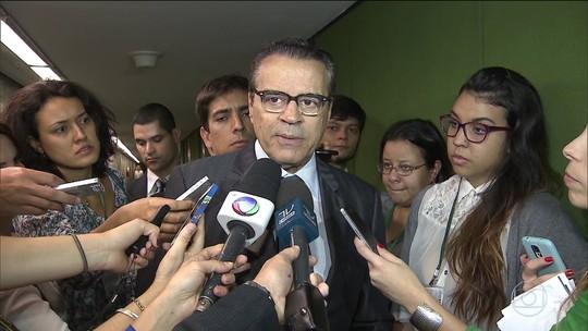 Ministro do Turismo pede demissão após ser denunciado por propina