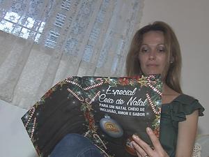 Livro tem receitas especiais para ceia natalina (Foto: Reprodução/TV TEM)