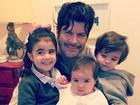 Paulo Ricardo esbanja fofura em foto com os filhos