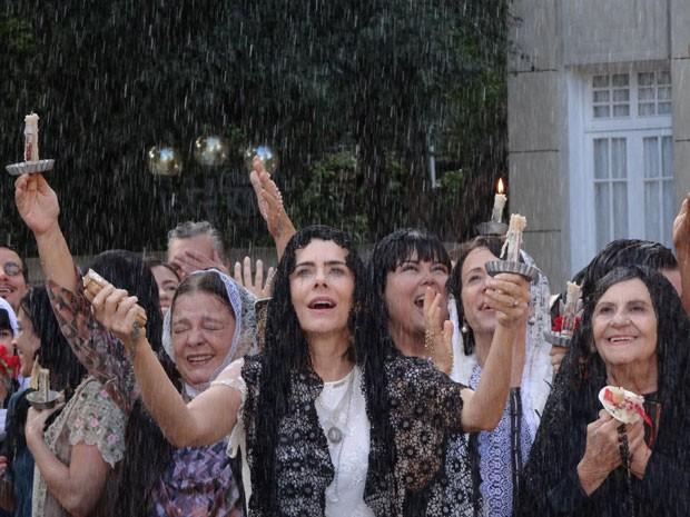 Sinhazinha em êxtase (Foto: Gabriela/TV Globo)