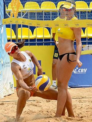 vôlei de praia Chell, Juliana e Larissa Cuiabá (Foto: Maurício Kaye / CBV)