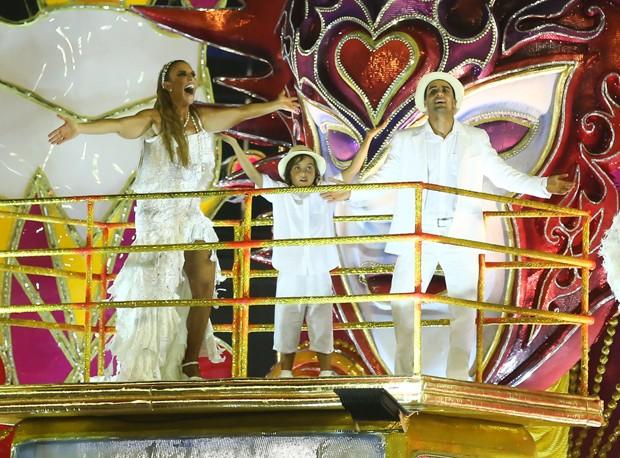 Ivete Sangalo com o marido, o nutricionista Daniel Cady, e o filho, Marcelo  (Foto: Manuela Scarpa/Brazil News)
