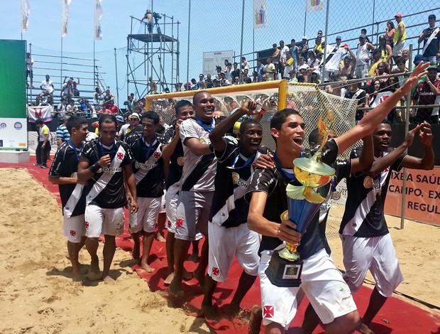 Jogadores do Vasco comemoram com o famoso trem bala da areia (Foto: Richard Pinheiro/Globoesporte.com)