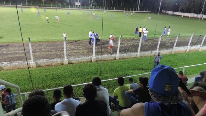 Jogo beneficente em Santo Anastácio (Foto: Valmir Custódio / GloboEsporte.com)