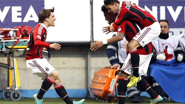 Bojan comemora gol do milan contra o Siena (Foto: Agência Reuters)