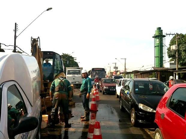 Problema ocorreu na Avenida Cel Teixeira com a Avenida Ipase (Foto: Suelen Gonçalves/G1 AM)