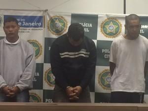 Três presos foram levados à Cidade da Polícia nesta sexta (Foto: Guilherme Brito / G1)