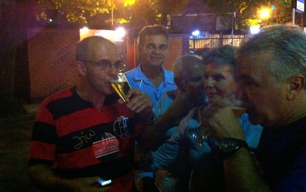 Eduardo Bandeira de Melo eleições Flamengo chope (Foto: Vicente Seda / Globoesporte.com)