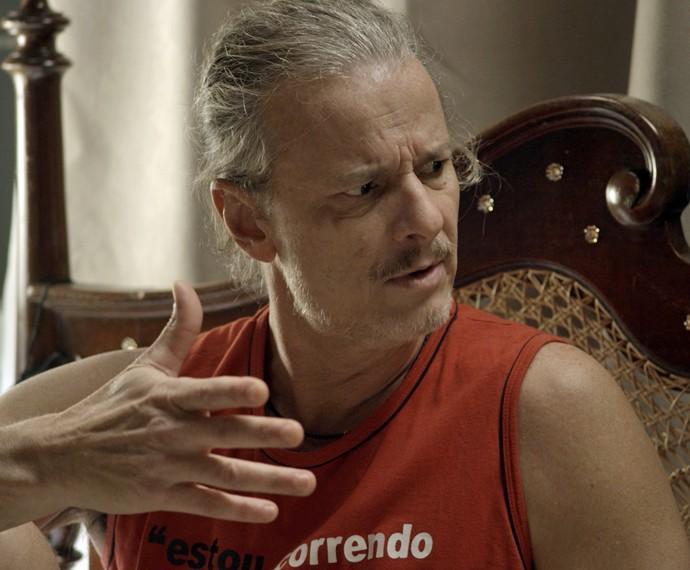 Vavá começa a ficar desconfiado da relação de Mel e Nenemzinho (Foto: TV Globo)