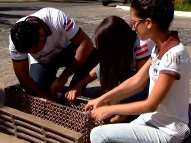 Sistema reduz de 45 para 5 minutos o tempo de limpeza dos bueiros (Foto: Reprodução/TV Bahia)