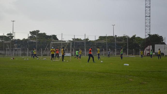 Jamilton começa retorno aos treinos pelo Vilhena (Foto: Dennis Weber)