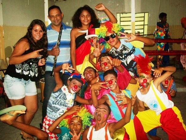 Através de arte-educação, o projeto afasta jovens de Juazeiro (BA) de situação de risco social (Foto: Divulgação/ NAENDA)