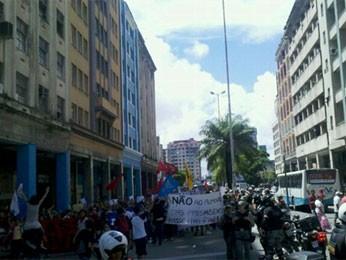 Avenida Guarapes foi um dos pontos do trajeto dos estudantes (Foto: Katherine Coutinho/G1)