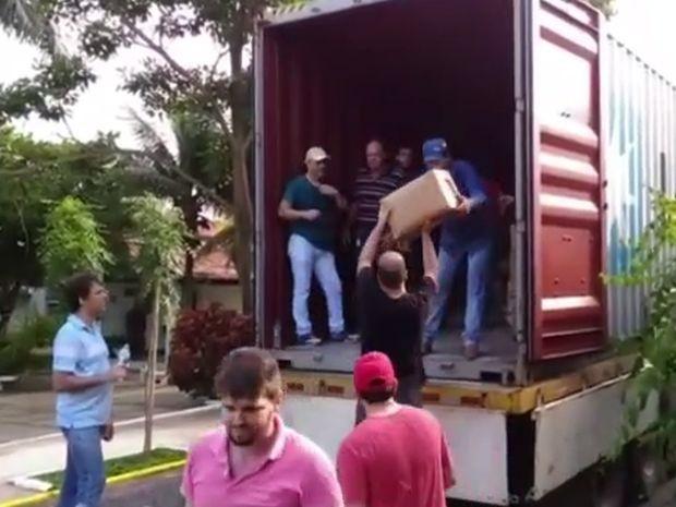 Alimentos serão levados para o Haiti (Foto: Reprodução/TV TEM)