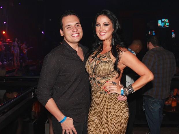 Helen Ganzarolli e o namorado, Bruno, em show em São Paulo (Foto: Celso Tavares/ EGO)