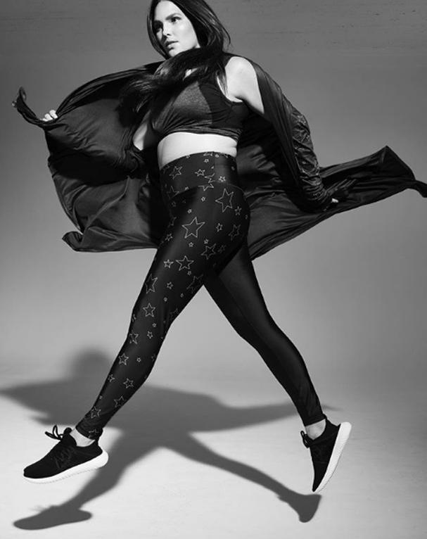 Candice Huffine lança coleção fitness (Foto: Divulgação)
