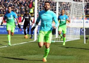 Gabigol comemora gol pelo Internazionale seguido por Eder e João Mario (Foto: EFE/EPA/GIORGIO BENVENUTI)