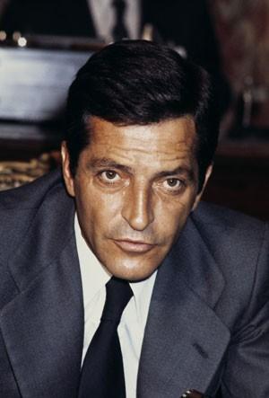 Adolfo Suárez, ex-presidente do governo espanhol, em foto de 1977 em Paris (Foto: AFP)
