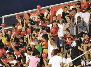 Torcida Oeste estádio Amaros (Foto: Fernando Calzzani / Futura Press)