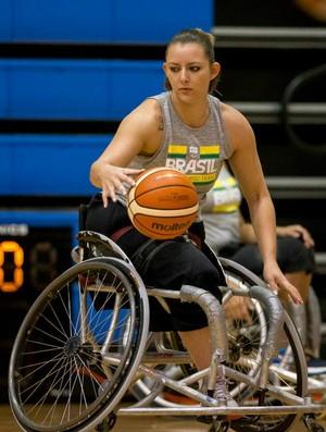 5c7636bcbd Paula Klokler  basquete em cadeiras de rodas  Ceará (Foto  Divulgação)