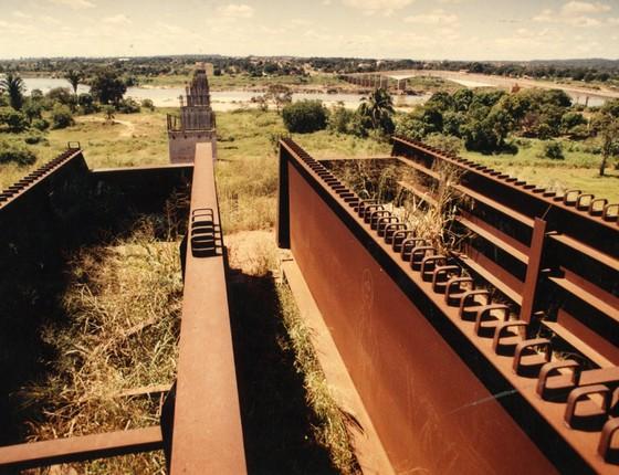 Vista da Ferrovia Norte -Sul malfeitos (Foto: Jorge Araújo/Folhapress)