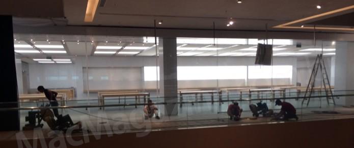 Funcionários dão últimos retoques na Apple Store que está sendo construída no Rio de Janeiro (Foto: Reprodução/MacMagazine) (Foto: Funcionários dão últimos retoques na Apple Store que está sendo construída no Rio de Janeiro (Foto: Reprodução/MacMagazine))