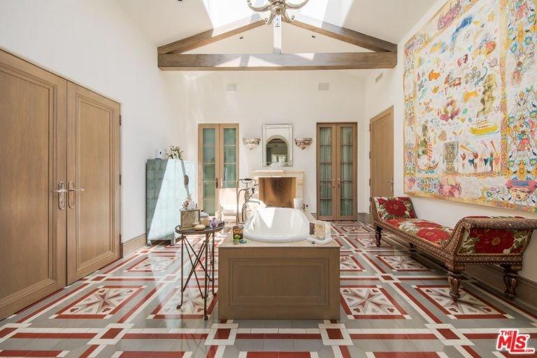 Banheiro da mansão de Katy Perry em Hollywood Hills (Foto: Divulgação / Trulia)