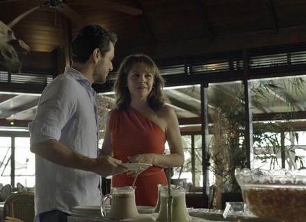 Carolina paga mico em café da manhã