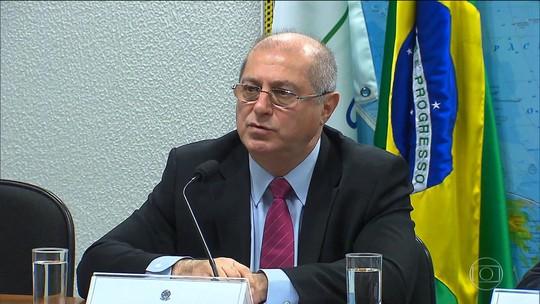 Justiça Federal bloqueia dinheiro de Paulo Bernardo e Vaccari