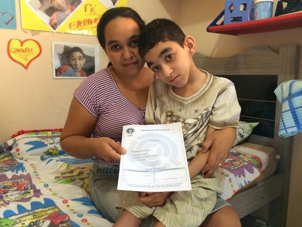 Mãe tenta na Justiça conseguir medicamente canabidiol para o filho (Foto: Marcello Carvalho/G1)
