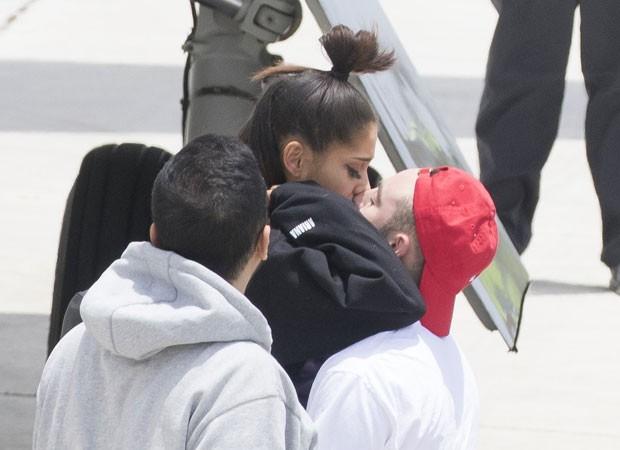 Ariana Grande encontra namorado (Foto: The Grosby Group)