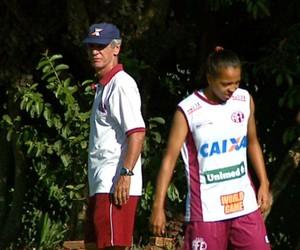 Douglas Onça é o técnico do time feminino Ferroviária  (Foto: Ely Venâncio/EPTV)