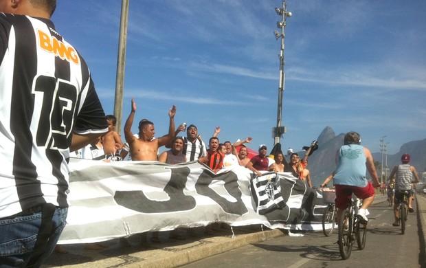 Torcida do Atlético-mg em Ipanema (Foto: Fernando Martins / Globoesporte.com)