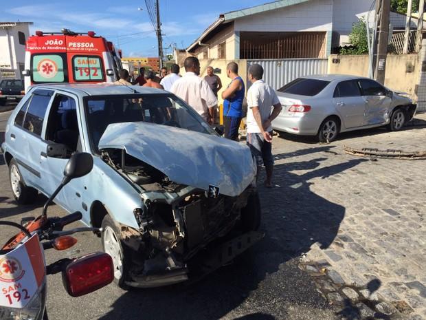 Colisão aconteceu no bairro de Jaguaribe, em João Pessoa (Foto: Walter Paparazzo/G1)