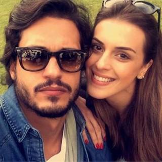 Raphael Vianna e Angela Munhoz assumem namoro (Foto: Reprodução/Instagram)