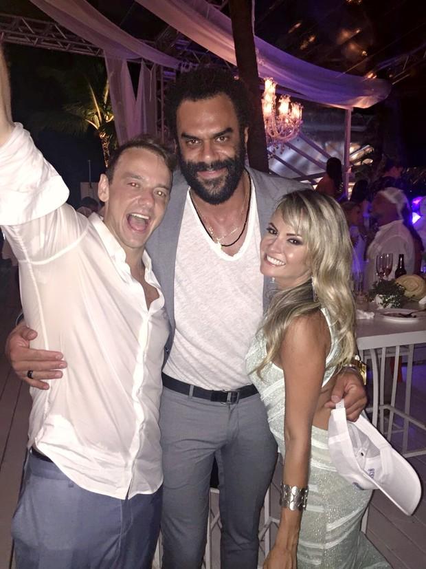 Ex-BBBs se reencontram em festa de casamento de Rogério Padovan (Foto: Reprodução/Instagram)
