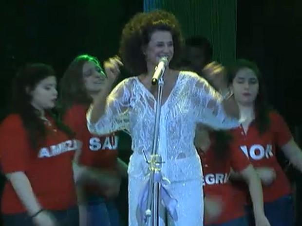 """Simone canta """"Aquarela do Brasil"""" (Foto: Divulgação)"""