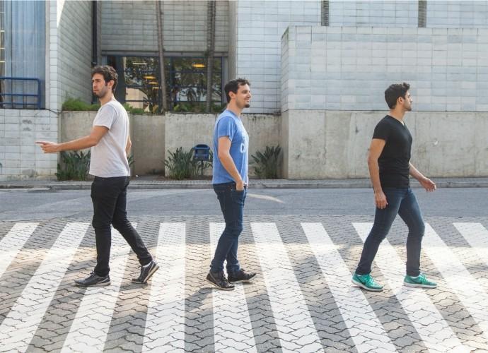 Barbixas imitam os Beatles em famosa foto em frente aos estúdios da Abbey Road (Foto: Artur Meninea/Gshow)