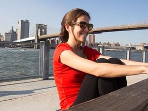 A brasileira Manuela Nogueira, que escreveu um livro com dicas sobre o Brooklyn (Foto: Derrick Troyer/Divulgação)