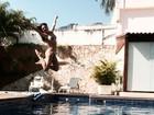 Isis Valverde aproveita folga para curtir dia de piscina