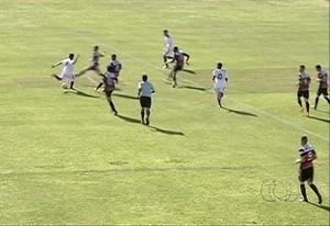 Araguaína venceu o Primavera-SP por 2 x 1 em estreia na Copa SP (Foto: Reprodução/TV Anhanguera)